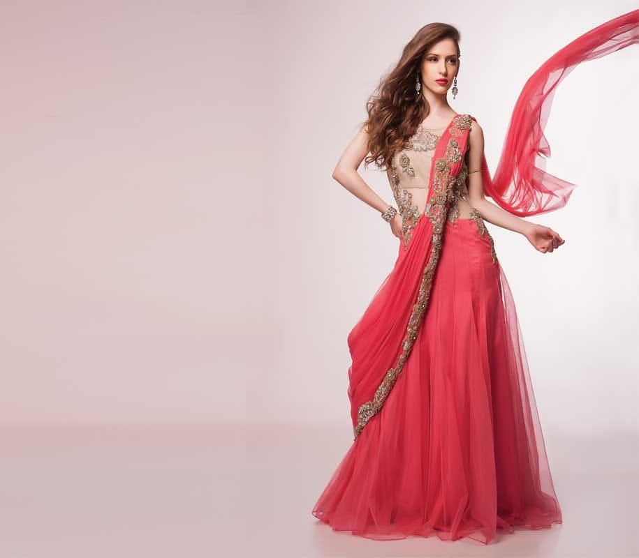 स्टाइलिश लुक के लिए पहनें साड़ी गाउन (Wear to Look Stylish Sari Gown)