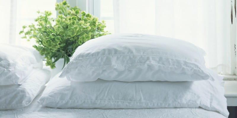 landscape-1427408233-bed-pillows