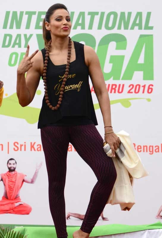 bipasha basu, international yoga day