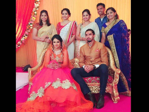 20-1466414173-ishant-sharma-engagement1