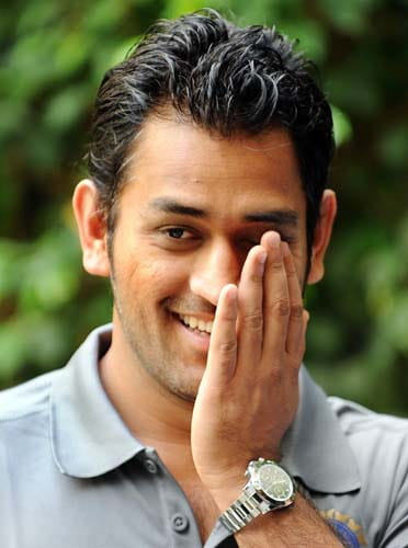 Indian cricketer Mahendra Singh Dhoni smiles during the official team photo oppurtunity in Mumbai on May 29, 2009. Defending champions India leave for England to compete in the ICC World Twenty20 2009 cricket tournament scheduled from June 5-21. AFP PHOTO/ Indranil MUKHERJEE