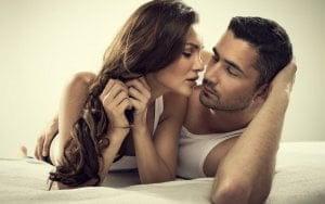Romantic-Couple-Kiss-Sleep-Pose-Full-HD-Wallpapers