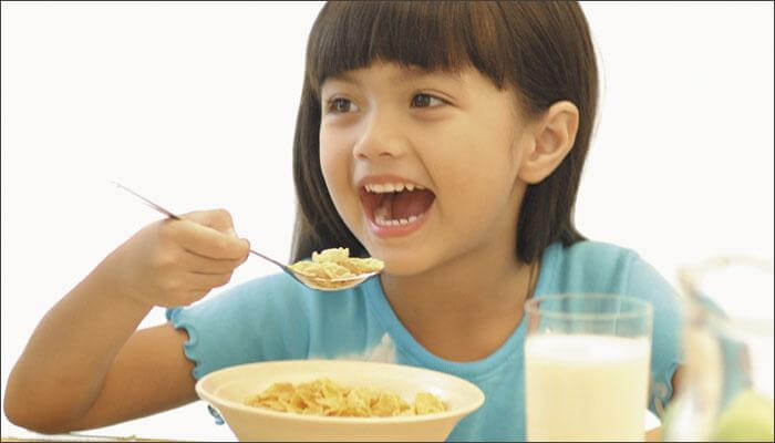 558041-child-eating (1)