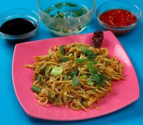 Noodles-Tossed-in-Soy-Chilly