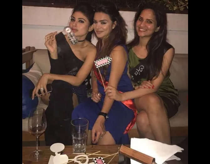 TV actress Aashka Goradia bachelorette Party