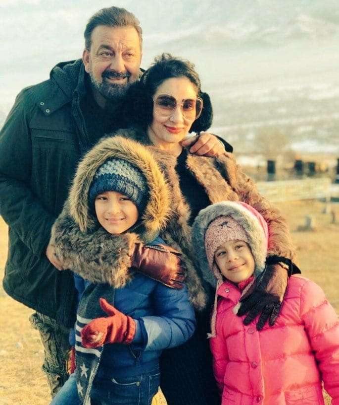 selfie family photo of sanjay dutt