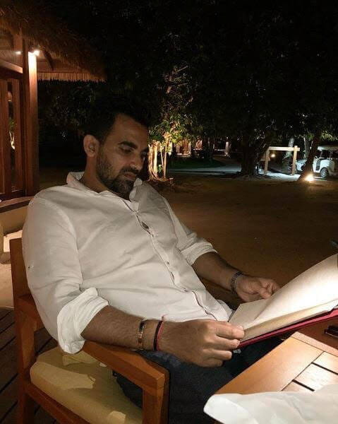 Honeymoon Pictures, Zaheer Khan And Sagarika Getting Cozy In Maldives