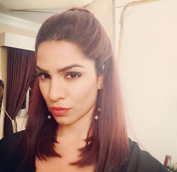 Actress Shikha Singh, exposes Maharashtra Police officer