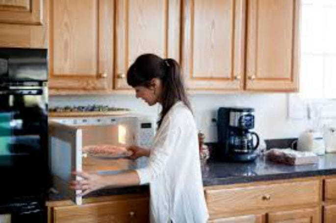 Why Microwave Oven Cooking Is Harming Your Health