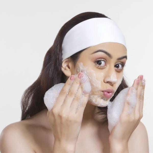 टीनएजर के लिए 10 आसान घरेलू स्किन केयर टिप्स (10 Simple Skin Care Tips For Teenagers)