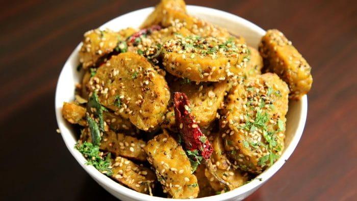 Spicy Jowar-Chana Dal Nu Muthiya