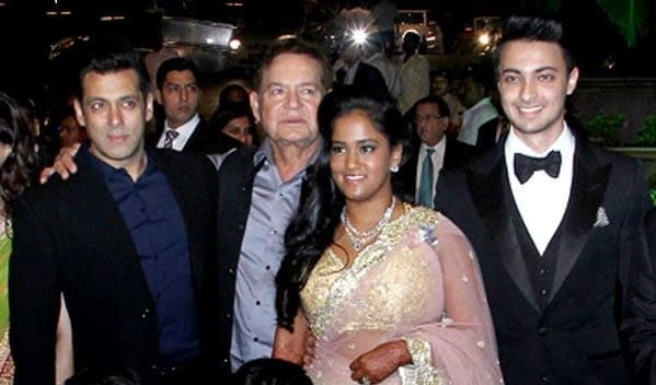 Salman Khan with father Salim khan Arpita khan and Ayush
