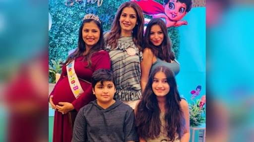 raveen Tandon with her children