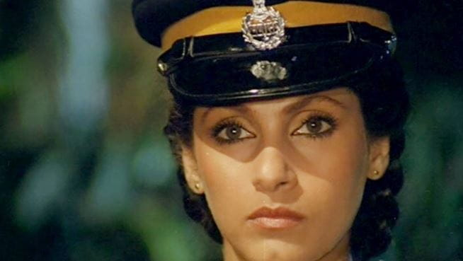 dimple kapadia film zakhmi aurat police officer look