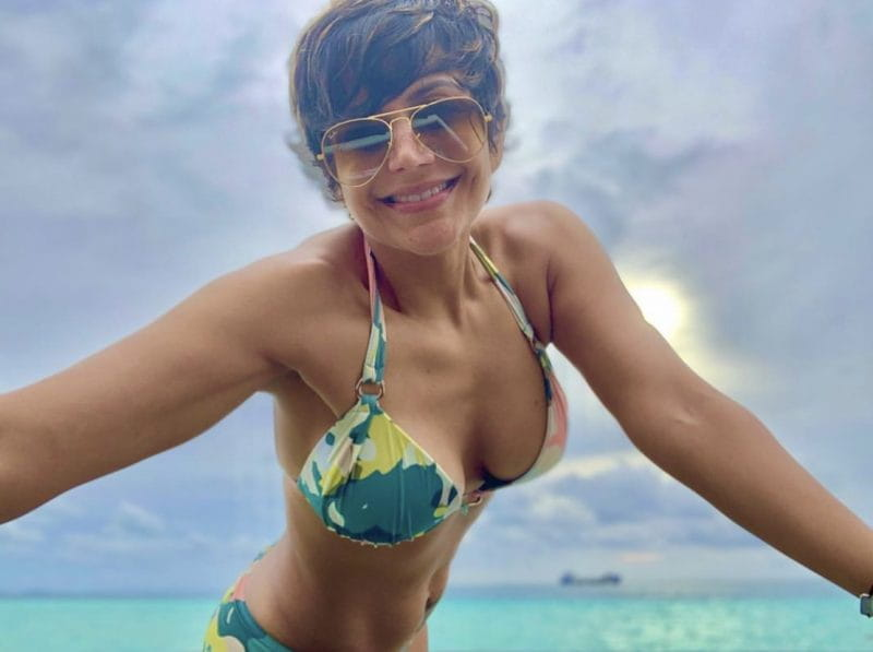 Mandira Bedi hot in bikini