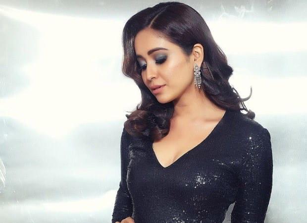 Asha Negi Hot