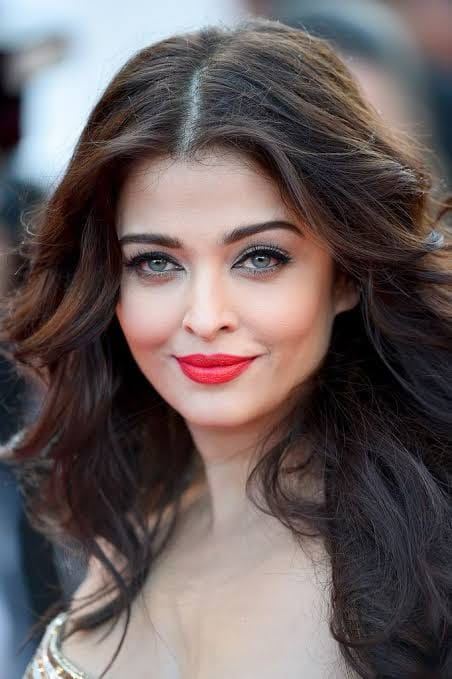 Aishwarya rai Bachchan looking beautiful