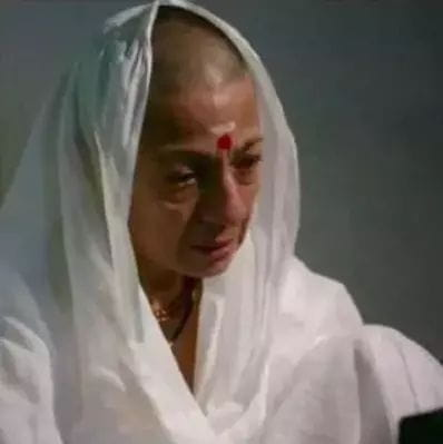 tanuja. bald look