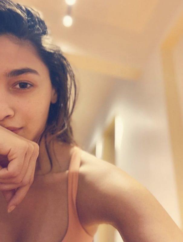 Alia Bhatt cute selfie