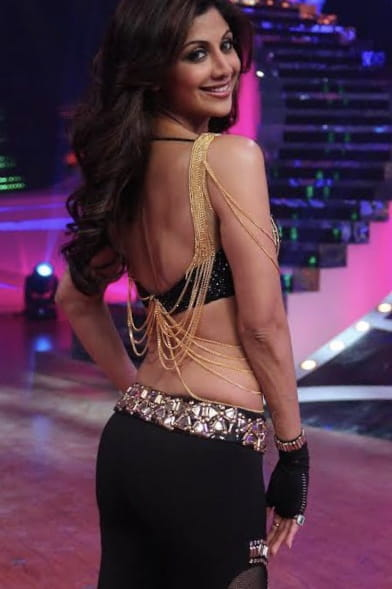 Shilpa Shetty inn backless dress