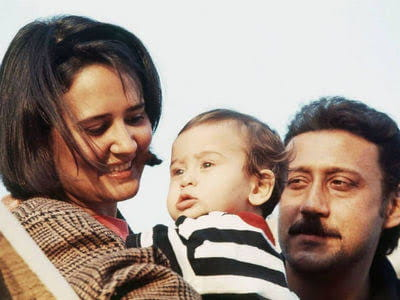 Jackie Shroff And Ayesha  with tiger Shroff