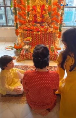 Kareena, Taimur & Karisma Kapoor Celebrate Ganesh Chaturthi