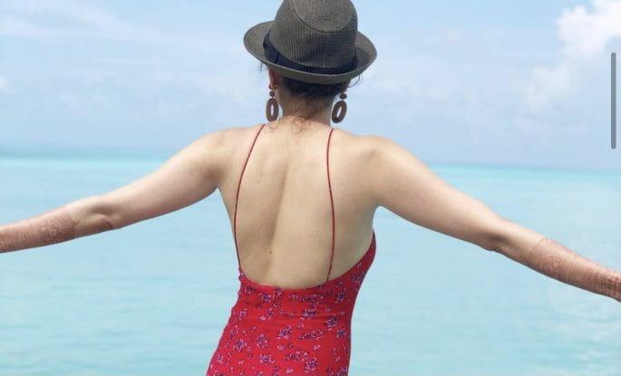 हनीमून मनाने मालदीव पहुंचीं काजल अग्रवाल, बीच पर पति संग रोमांस करतीं आई  नज़र (Kajal Aggarwal Shares Glamorous Pictures From Maldives Honeymoon)