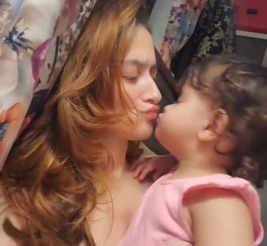 Sanjeeda Shaikh With Her Daughter Ayra